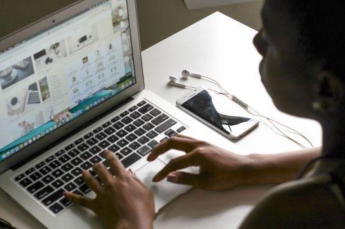 createherstoc laptop